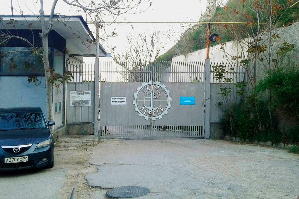 Судоремонтный завод «Персей». Сейчас здесь ремонтируют в основном военные корабли