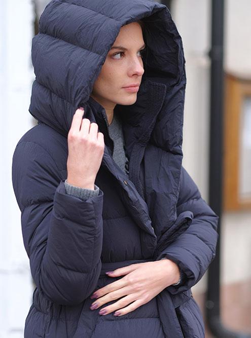В оттепель надевают пальто, а в мороз ныряют в пуховик с гигантским капюшоном