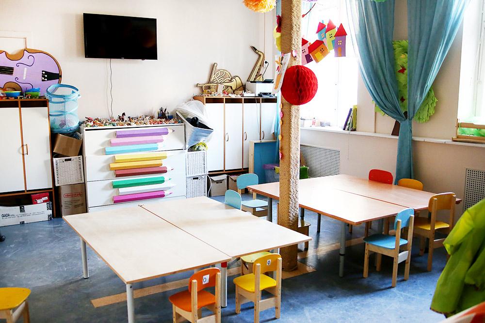 Творческая зона: здесь дети рисуют, лепят, мастерят и играют на музыкальных инструментах
