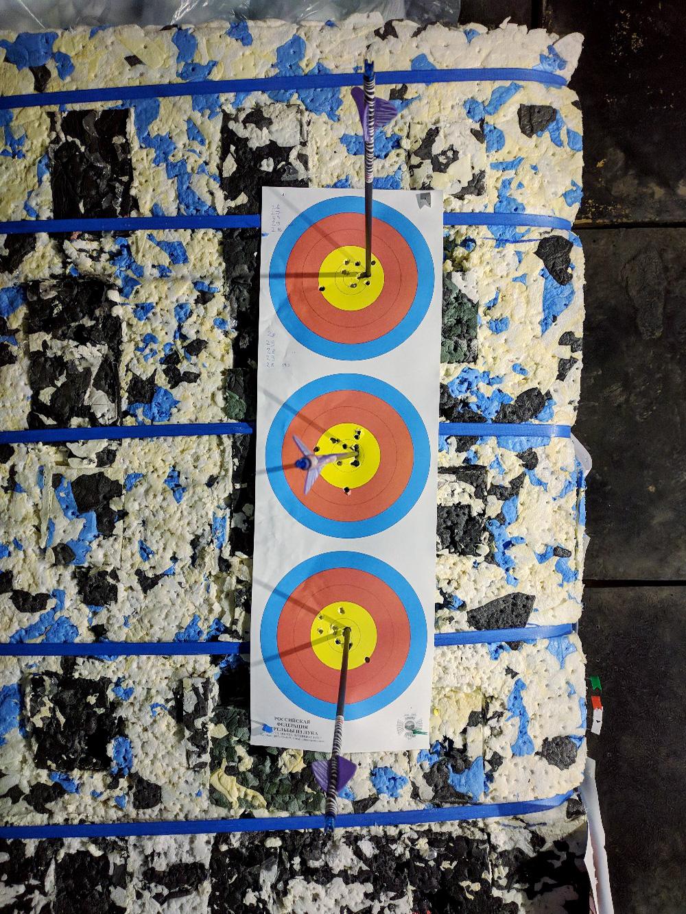 Тройная мишень позволяет не попасть стрелой в стрелу. Фото: Олег Яковенко