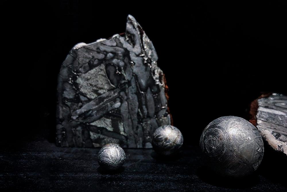 3Д-шар из метеорита Muonionalusta. Маленький шар диаметром 0,7см и весом 3,8г стоит 3990рублей