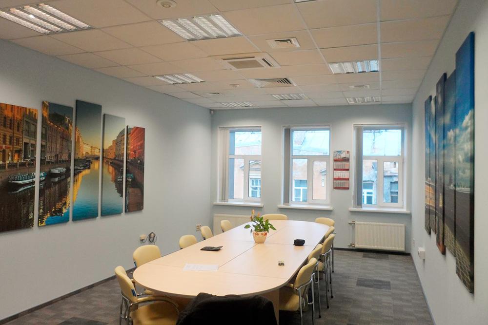 Примеры картин в разных офисах и в аэропорту Пулково