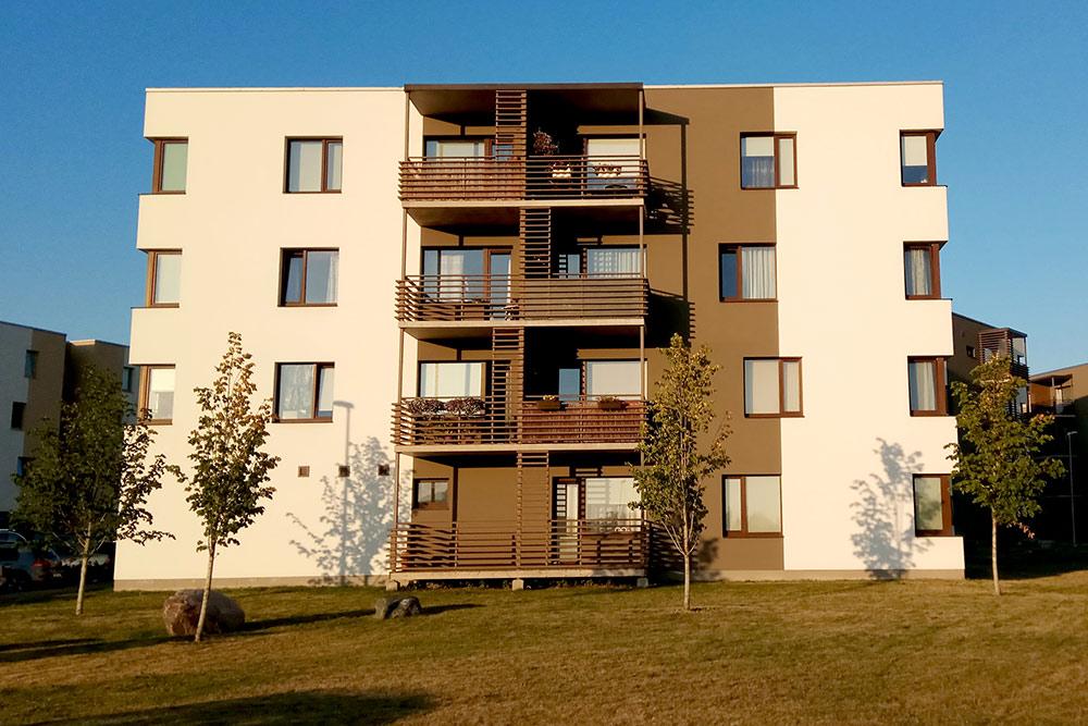 В этом доме 19 квартир, у каждой свое парковочное место и кладовка