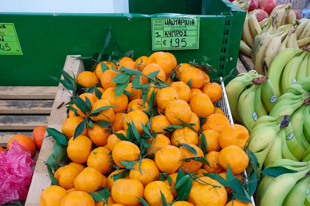 Мандарины в местном овощном