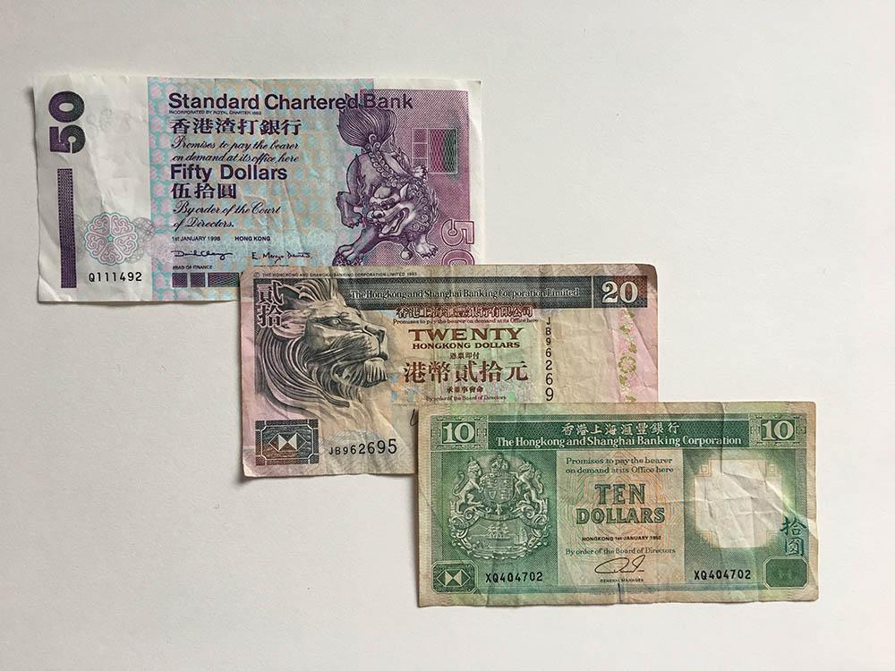 Иногда попадаются старые банкноты 90-х