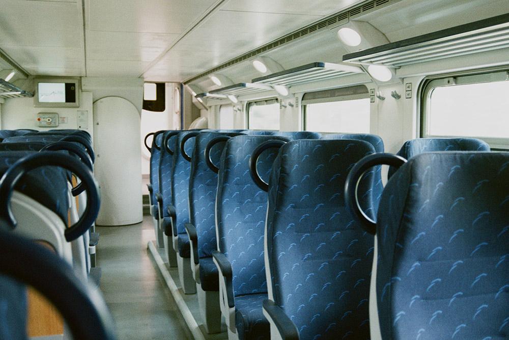 Салон регионального поезда на маршруте Фальконара-Мариттима — Римини. Фото: Анна Лесных