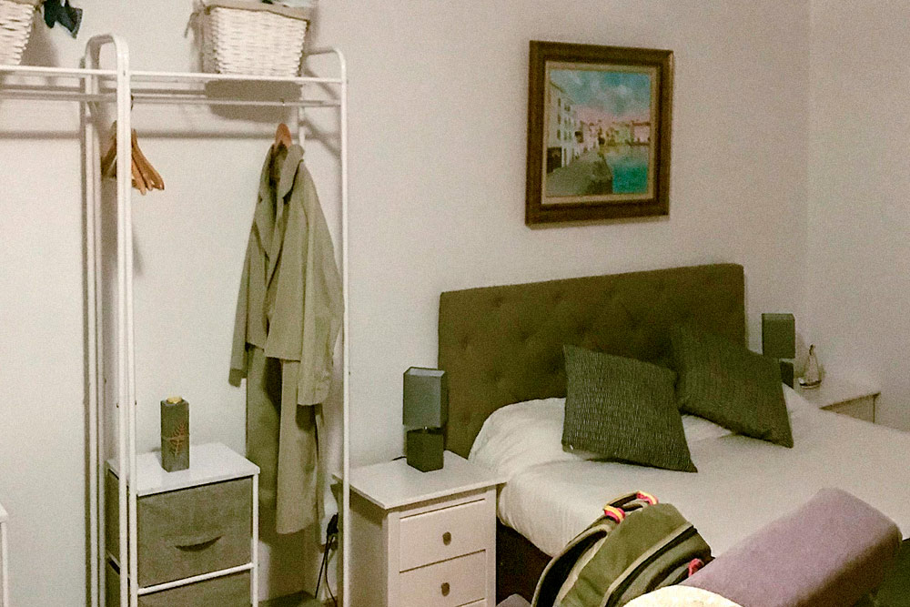 В Кадакесе отель был маленьким, но милым