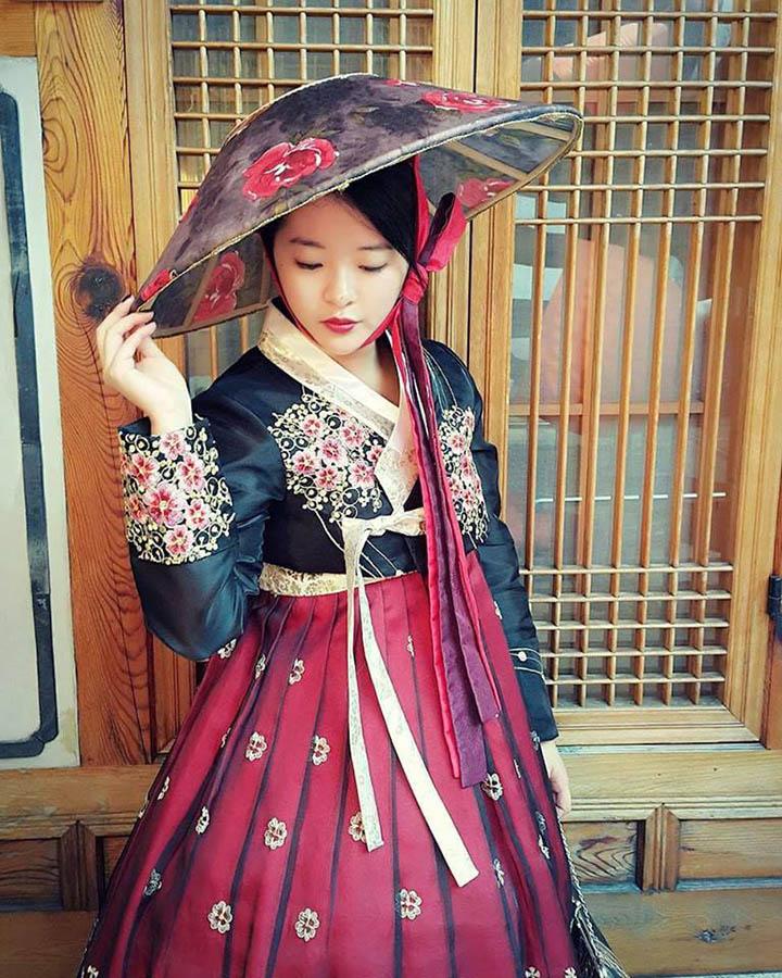 Я арендовала этот традиционный наряд «ханбок» на два часа за 18 000 вон (1030 р.)