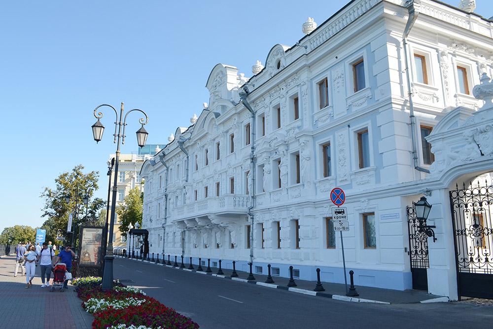 Пример отреставрированной усадьбы в центре города. Внутри краеведческий музей