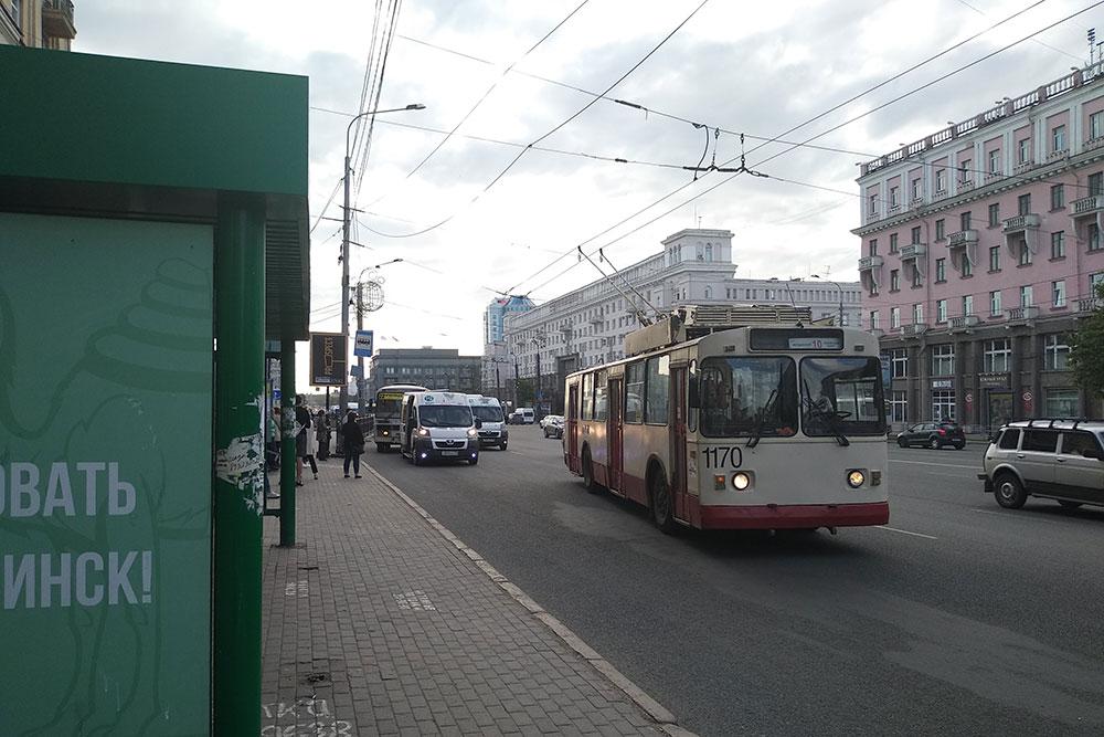 В основном троллейбусы представлены моделями двадцатилетней давности, хотя изнутри кажется, что их эвакуировали в годы войны вместе с заводами