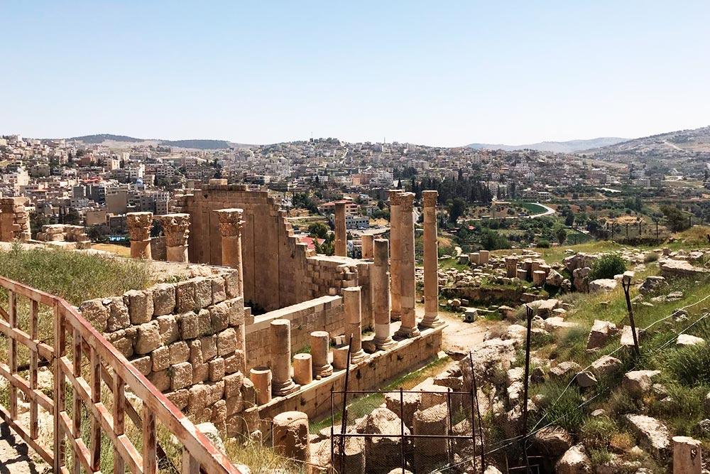 Руины древнего города Джараша. Еще 200лет назад он был целиком скрыт под пустынными песками