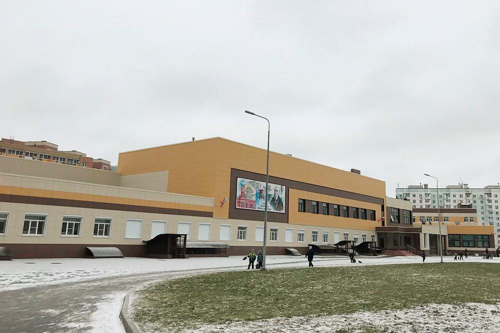 Здание новой школы, которую открыли в сентябре 2019 года