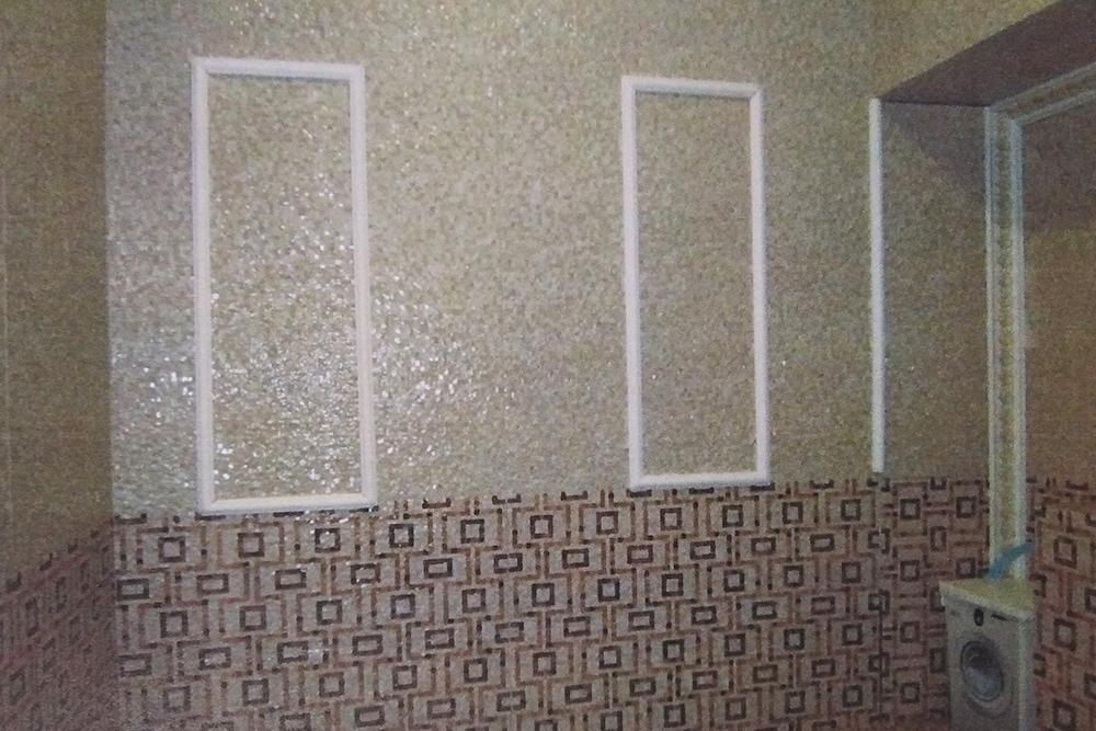 Хозяин квартиры разобрал ниши, чтобы доказать, что система вентиляции цела, а потом закрыл их плиткой. В отчет по оценке пошло это фото
