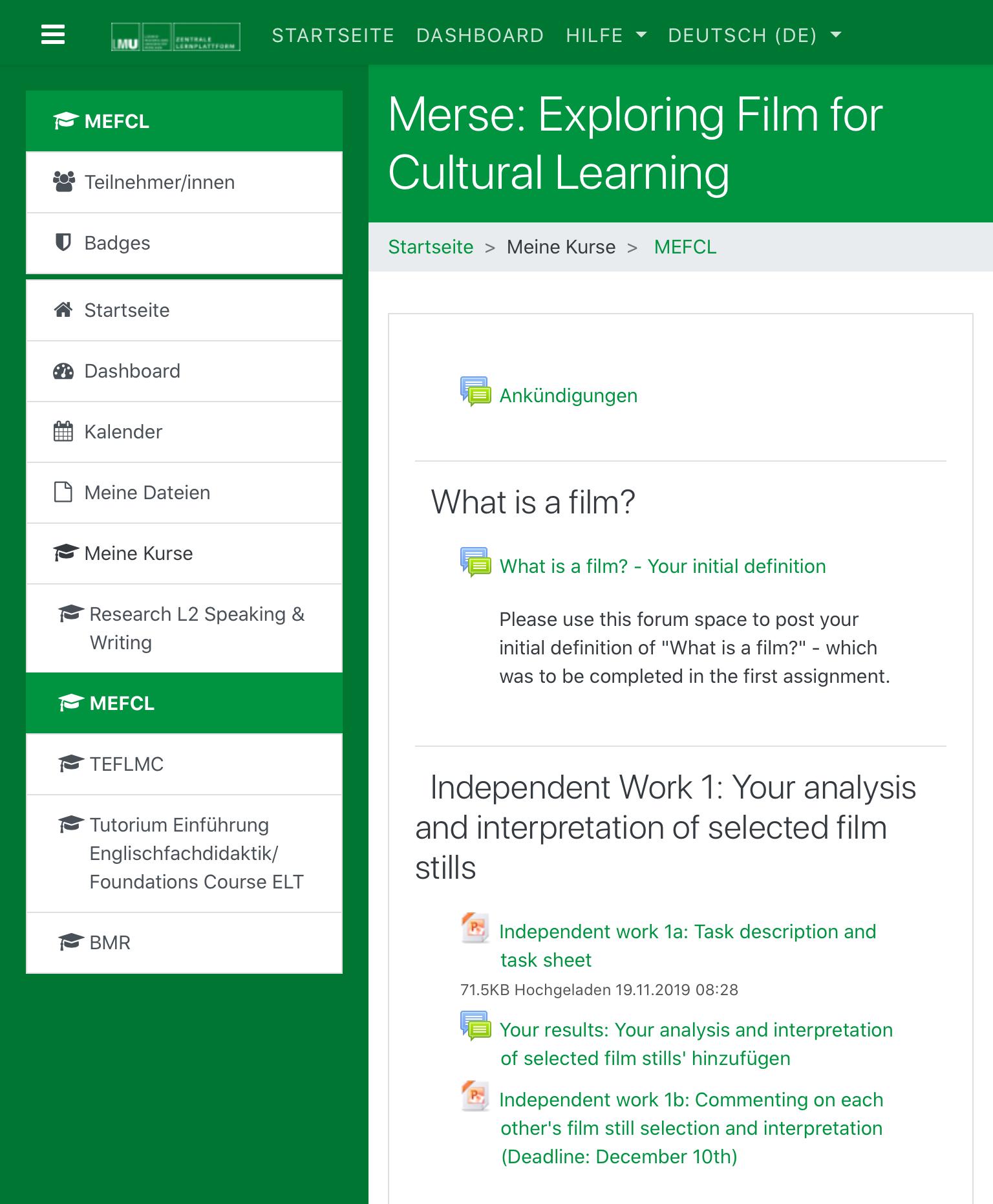Слева можно найти все курсы, на которые студент зарегистрирован, и календарь с расписанием. Справа файлы с заданиями и форумы дляобсуждений