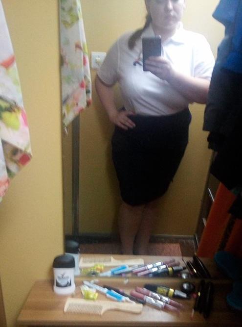Форма на завтрак: белое поло и юбка