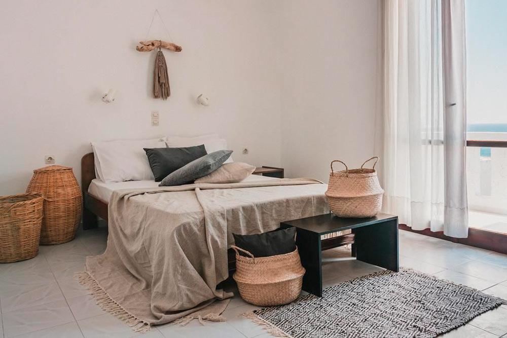 Красивый дизайнерский отель в южной деревне Агиа-Галини стоит всего от 3000<span class=ruble>Р</span> в сутки. Фото: «Букинг»