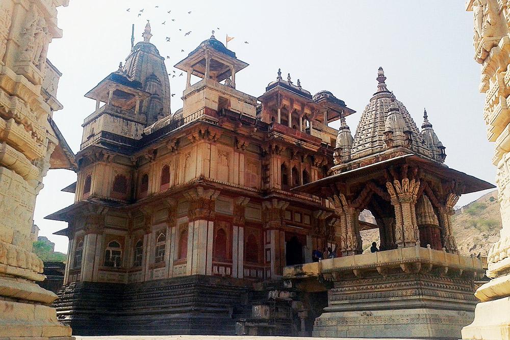 Храм Ханумана, обезьяньего бога, в форте Амер, Раджастан