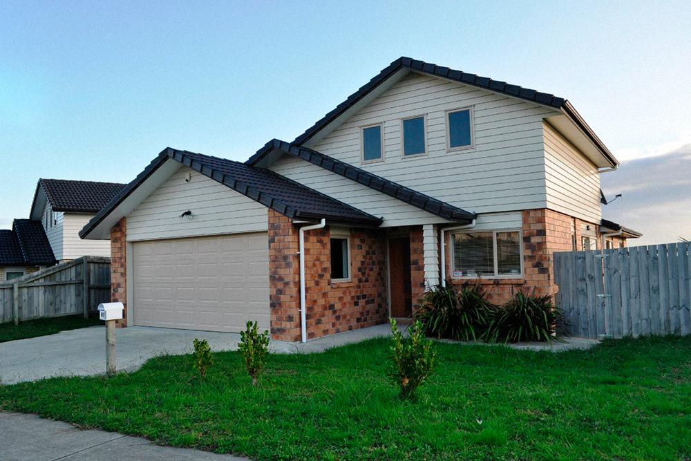 Пример хорошего нестарого дома в Окленде. Аренда дома с тремя спальнями тут стоит от 600$ (26 580 р.) в неделю