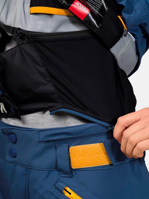 Так выглядит система пристегивания внутри куртки. С ней под куртку не забивается снег