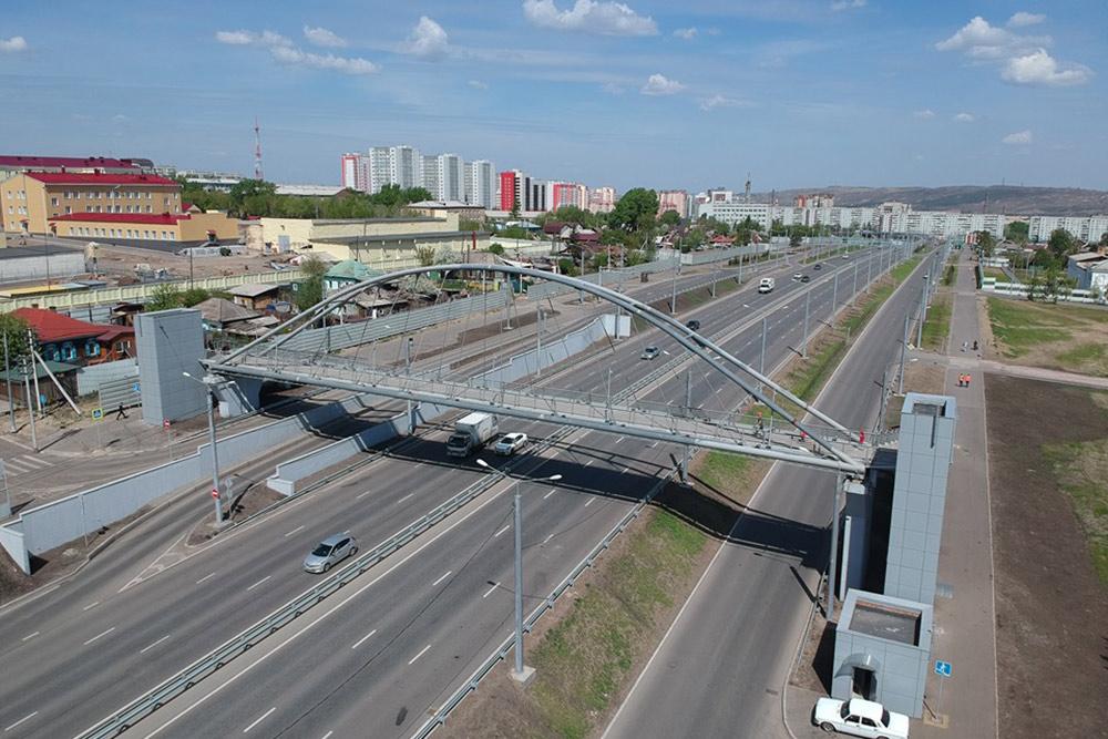 После строительства новой развязки с Николаевского моста построили новый красивый надземный переход. Фото: Prmira.ru