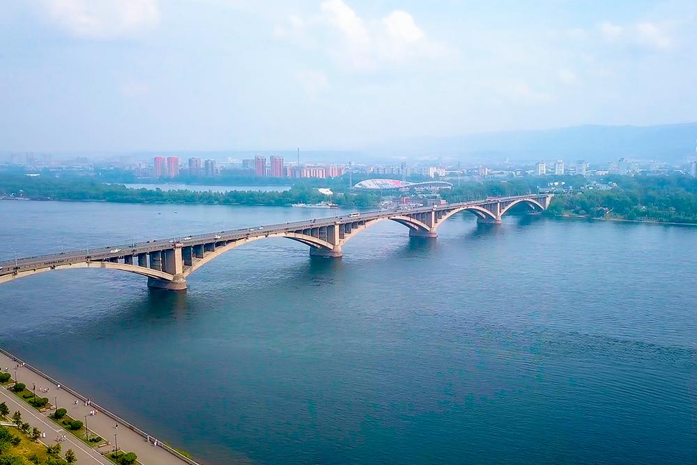 Коммунальный мост построен в 1961 году. На тот момент это был самый длинный мост в Азии. Автор: Maykova Galina / Shutterstock