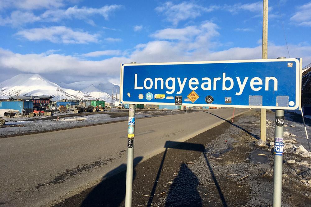 В Лонгйире мало машин, но дорожные знаки стоят по всем правилам