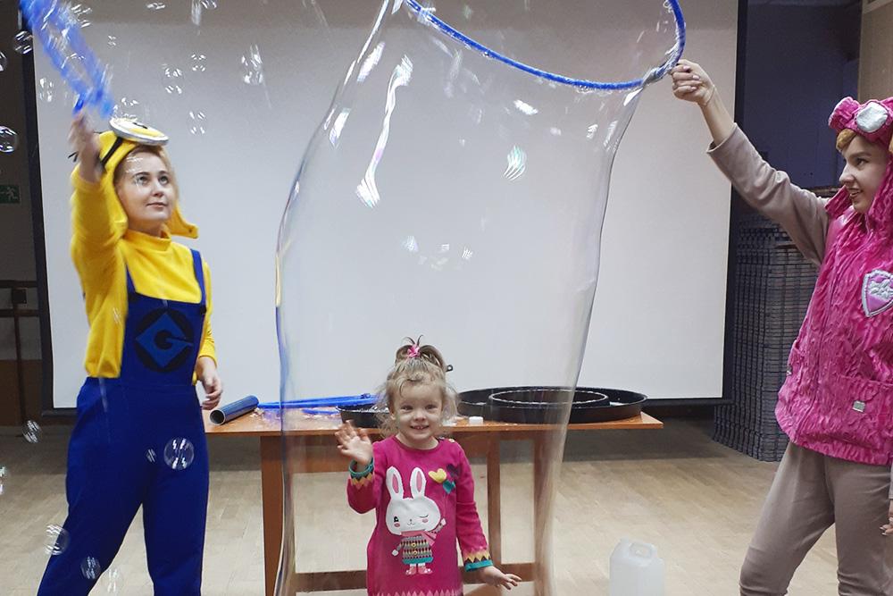 В мыльном пузыре на новогоднем шоу в «Огоньке»
