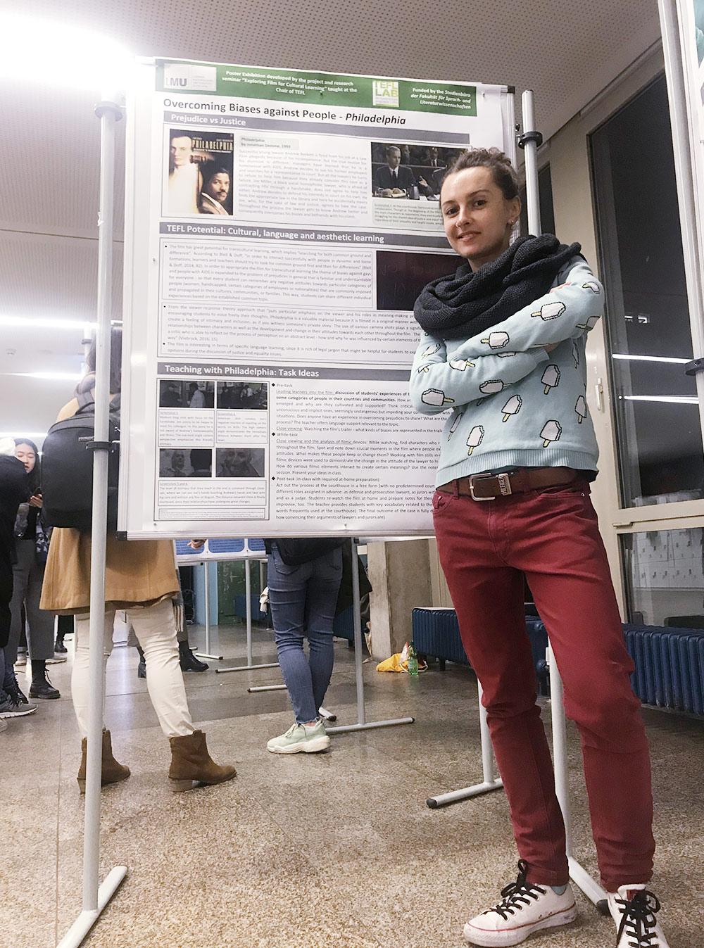 На защите диплома я представляла постер на основе фильма «Филадельфия» об истории заболевшего ВИЧ адвоката-гея, которого несправедливо уволили с работы
