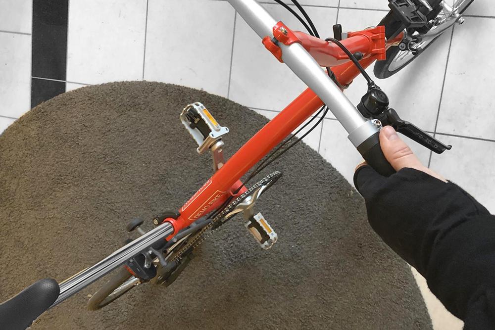 Сейчас у меня два велосипеда — городской для ежедневных поездок и складной, чтобы возить его с собой в путешествия