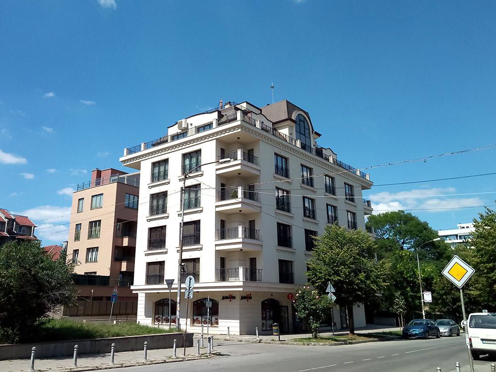 Современный дом в хорошем квартале Софии