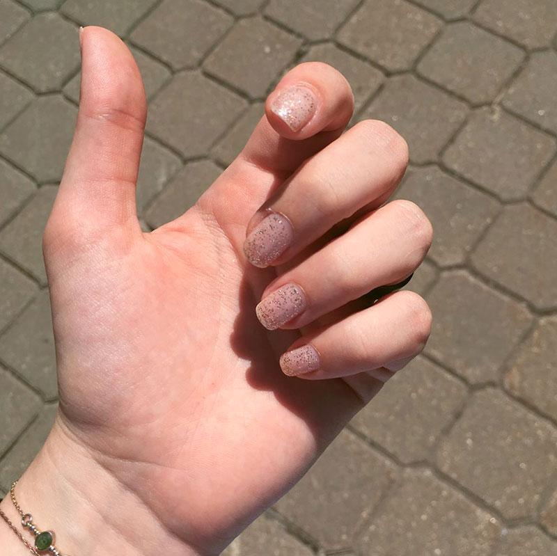 Идеальное покрытие для таких, как я, кто постоянно ломает ногти и опаздывает с маникюром
