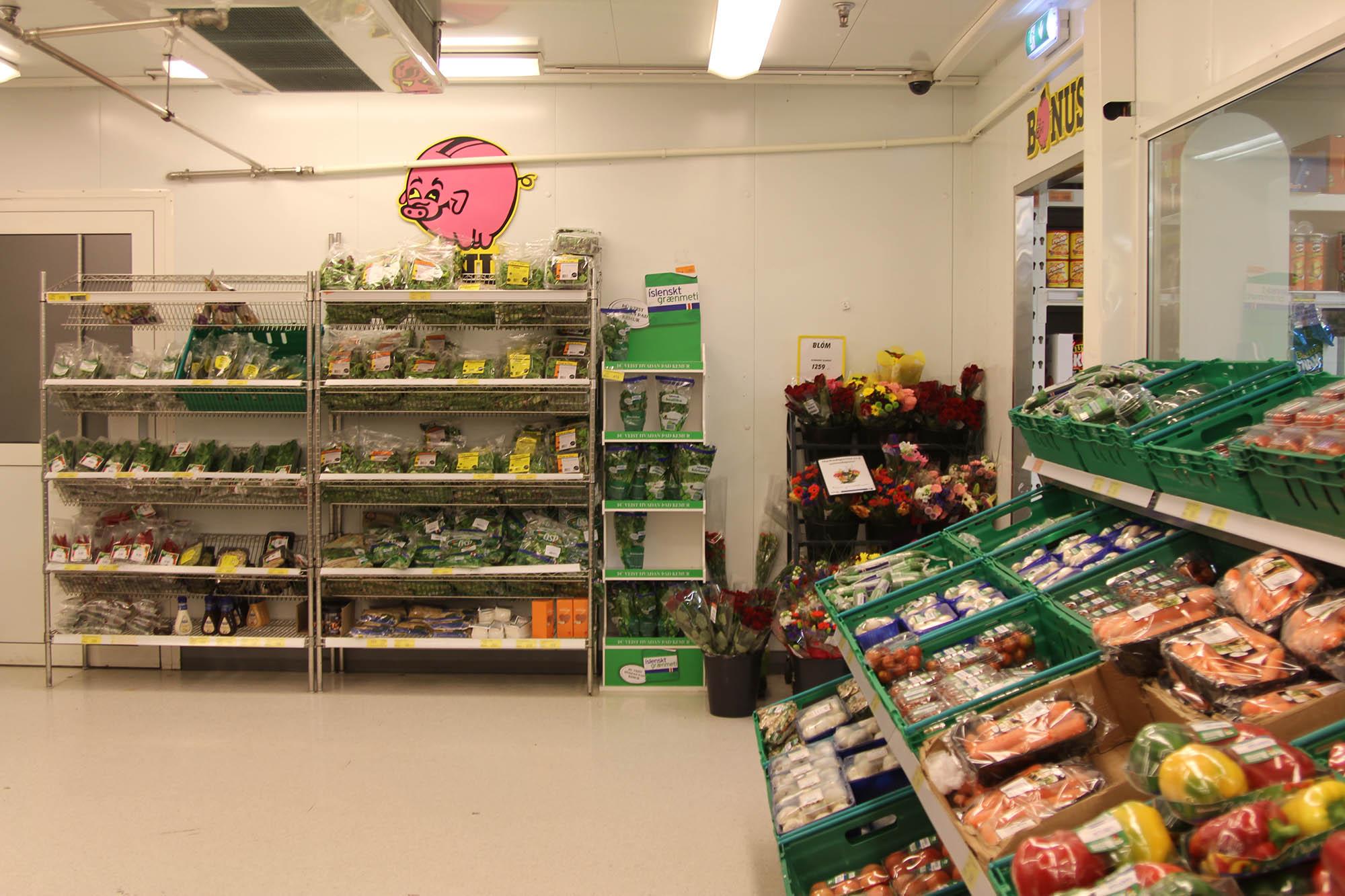 Овощной отдел самого бюджетного супермаркета в Рейкьявике «Бонус»