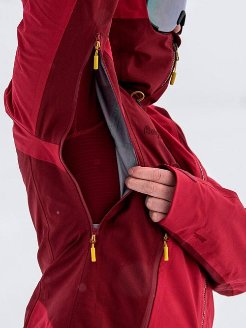 Удобно, когда можно расстегнуть молнию на куртке под мышками