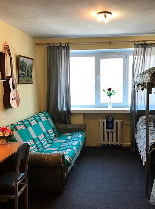 Во втором семестре Ангелину переселили в новую комнату с хорошим ремонтом