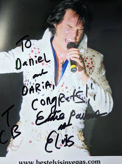 На память Элвис оставил нам автограф