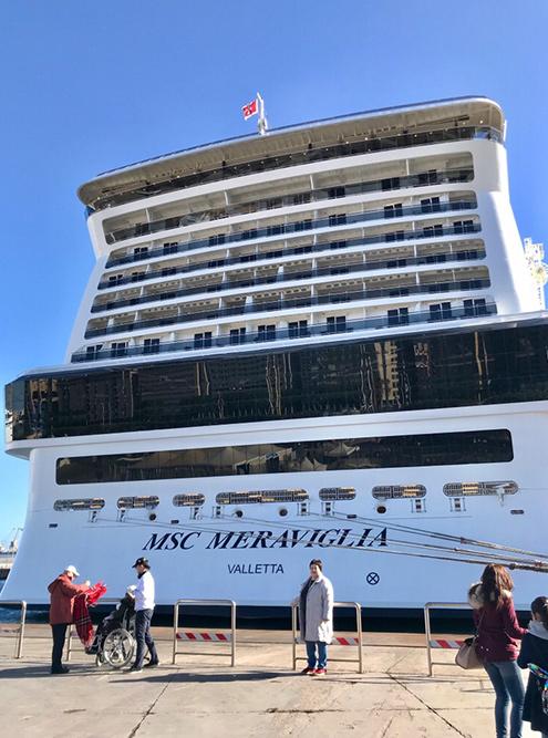 Высота современных лайнеров — около 70 метров. Размеры корабля сначала пугают. Кажется, что он затонет, как только выйдет из порта