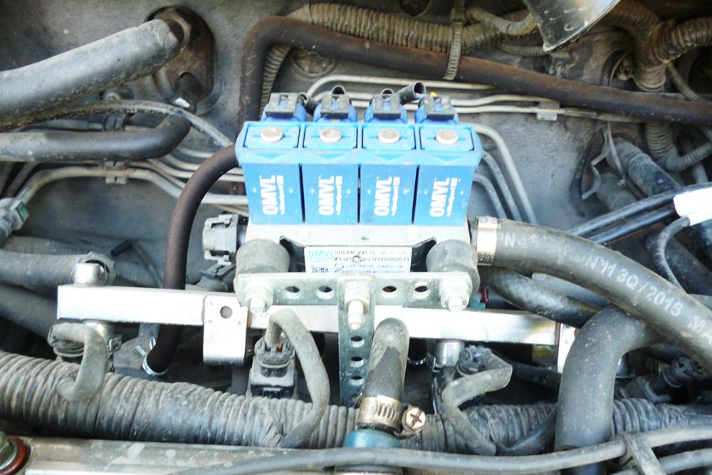 Это форсунки. В них газ попадает после редуктора. Форсунки впрыскивают газ в камеры сгорания двигателя