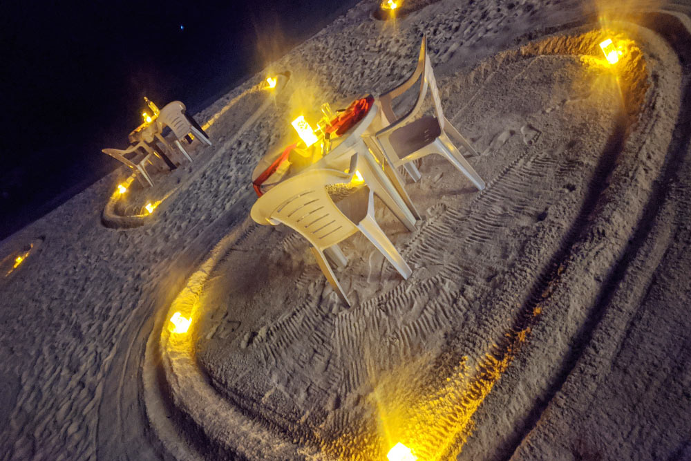 Романтический вечер на пляже у отеля Arena 14 февраля обошелся нам в 50$&nbsp;(3562<span class=ruble>Р</span>) на двоих