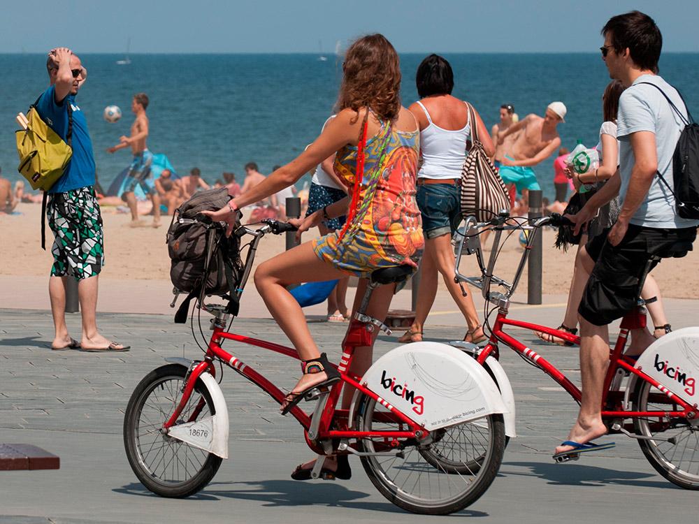 Те самые красные велосипеды «Бисинг». Фото: Shutterstock