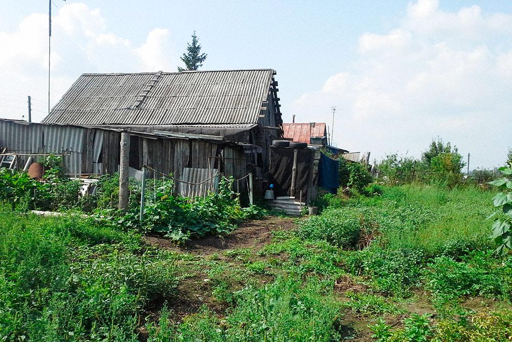 Нашему дому в деревне 53 года. Его построил еще дед моего мужа