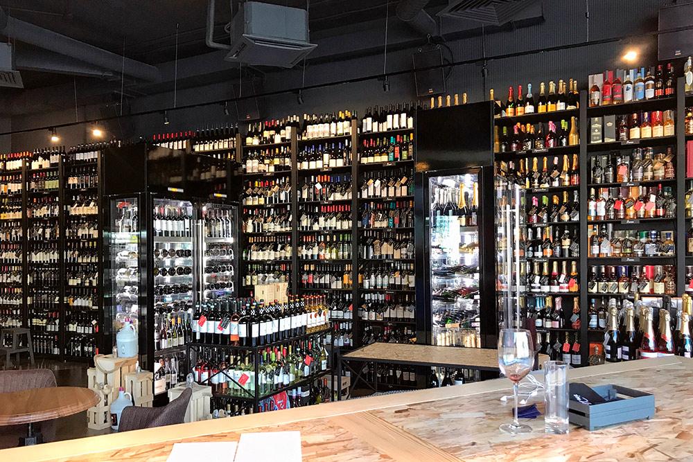 Бутылка вина в «Инвино» стоит от 500 р.. Пробковый сбор — 300 р.