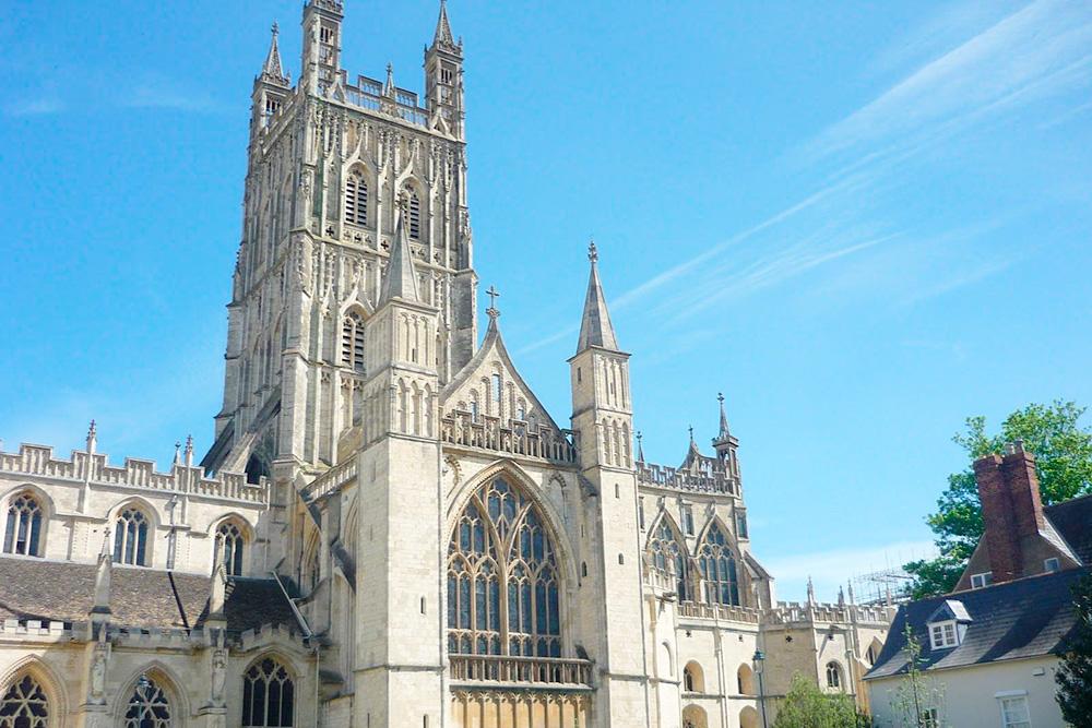 Глостерский собор построен в 15 веке. Тут снимали сцены из «Гарри Поттера»