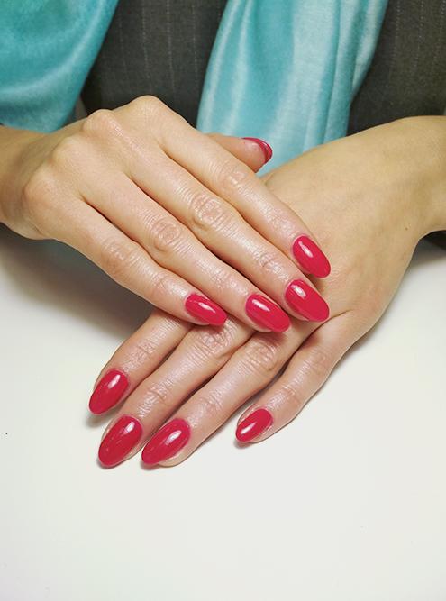 Просто красные ногти — самый популярный вариант маникюра. Его просили часто