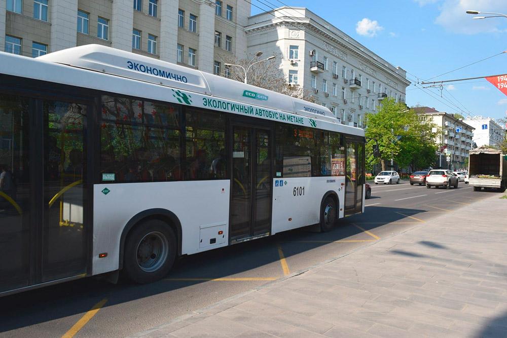По Большой Садовой улице ездят новые автобусы на газовом топливе