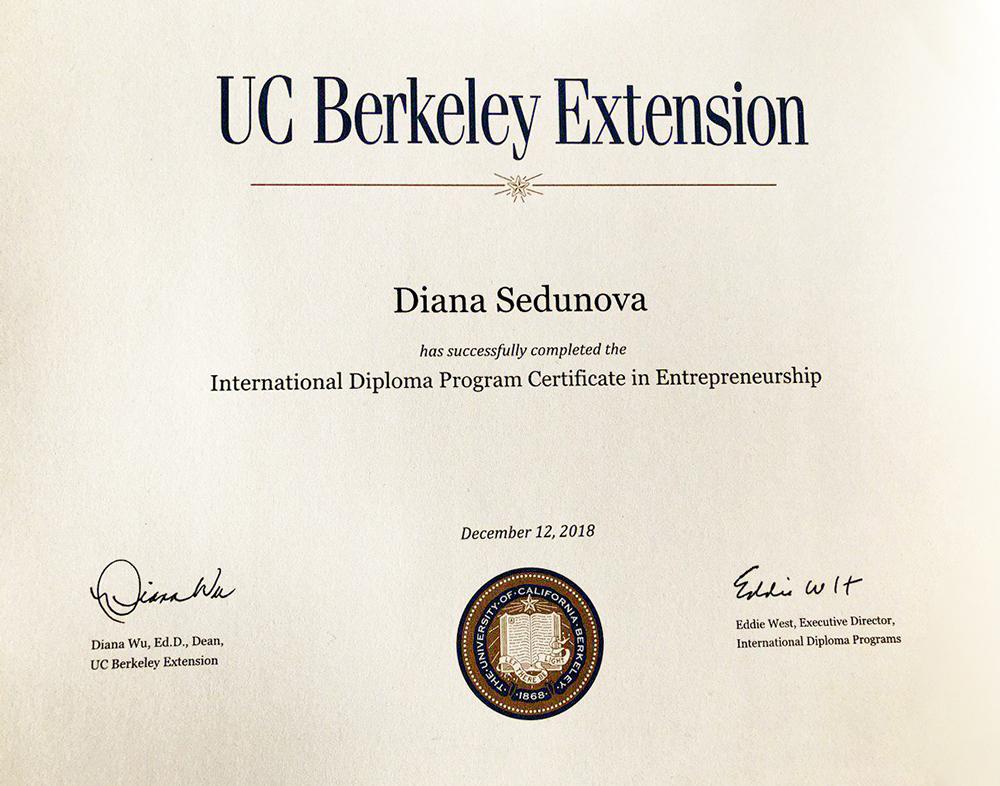 Мой сертификат об окончании программы. После вручения дипломов у нас была неформальная вечеринка у залива