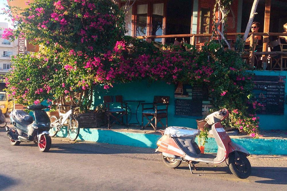 Двухколесный транспорт пользуется на острове большой популярностью