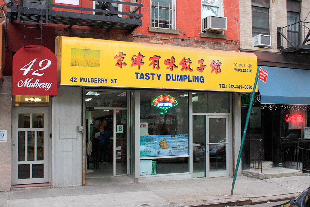 Многие китайские рестораны и кафе выглядят непримечательно, но кормят там вкусно, и посетителей всегда много