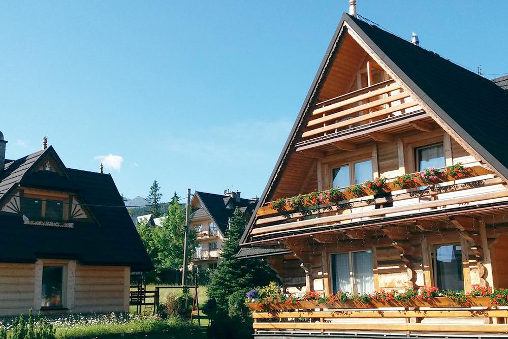 Willa Koisowka — это большой загородный дом с несколькими жилыми комнатами. Фото: «Букинг»