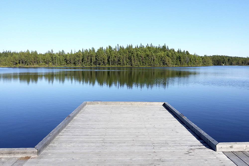 Пирс на озере Большое Карзино. Здесь заканчивается малый лодочный маршрут
