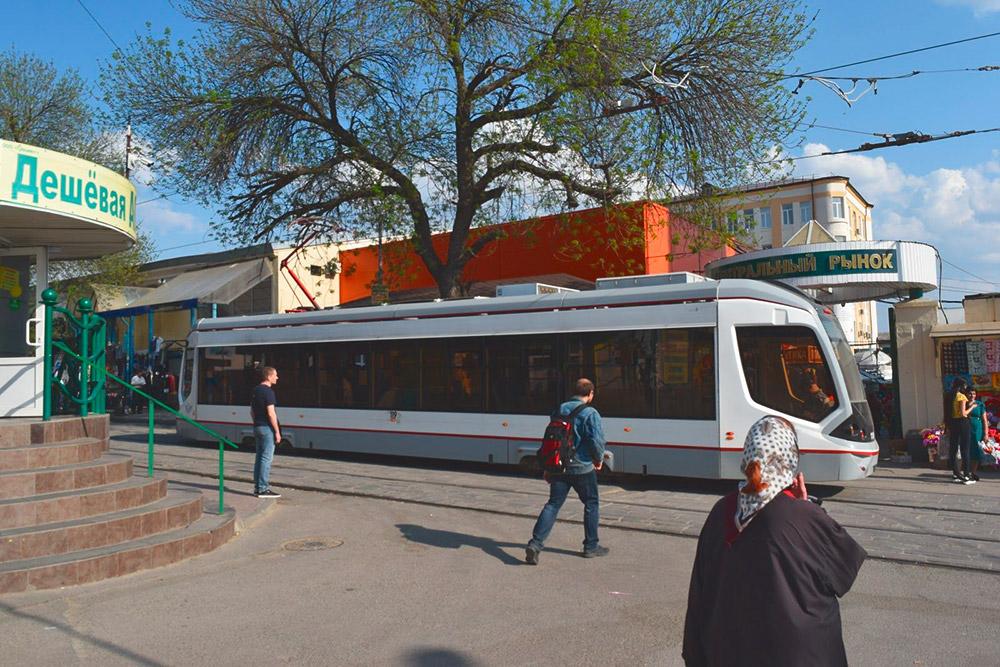 Старые трамваи постепенно заменяют на новые